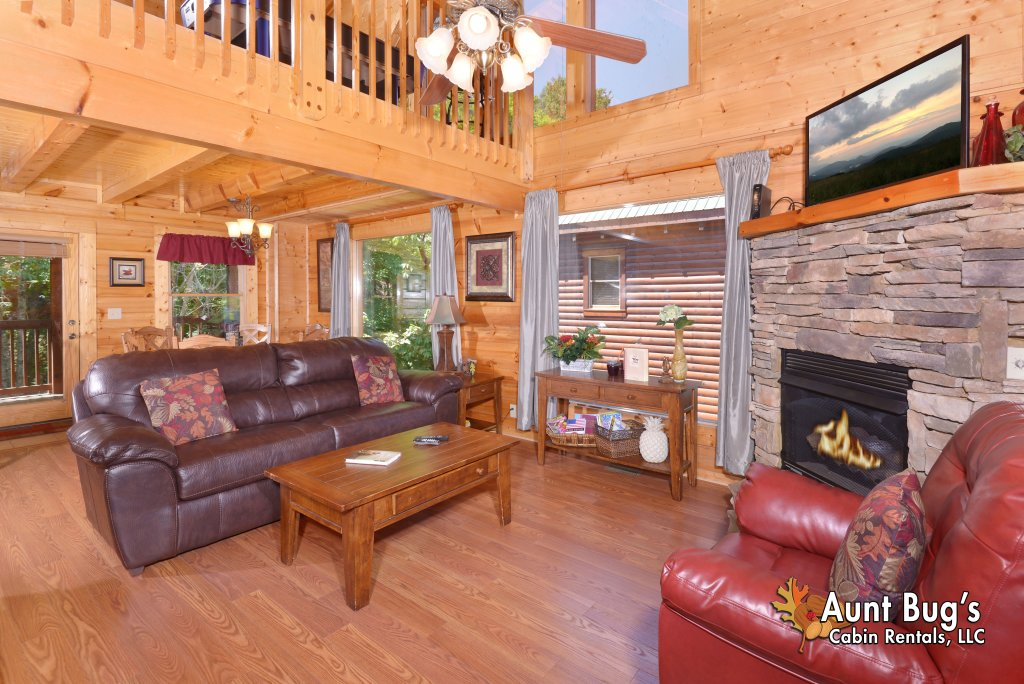 Photo of a Pigeon Forge Cabin named Whispering Creek #302 - This is the seventh photo in the set.