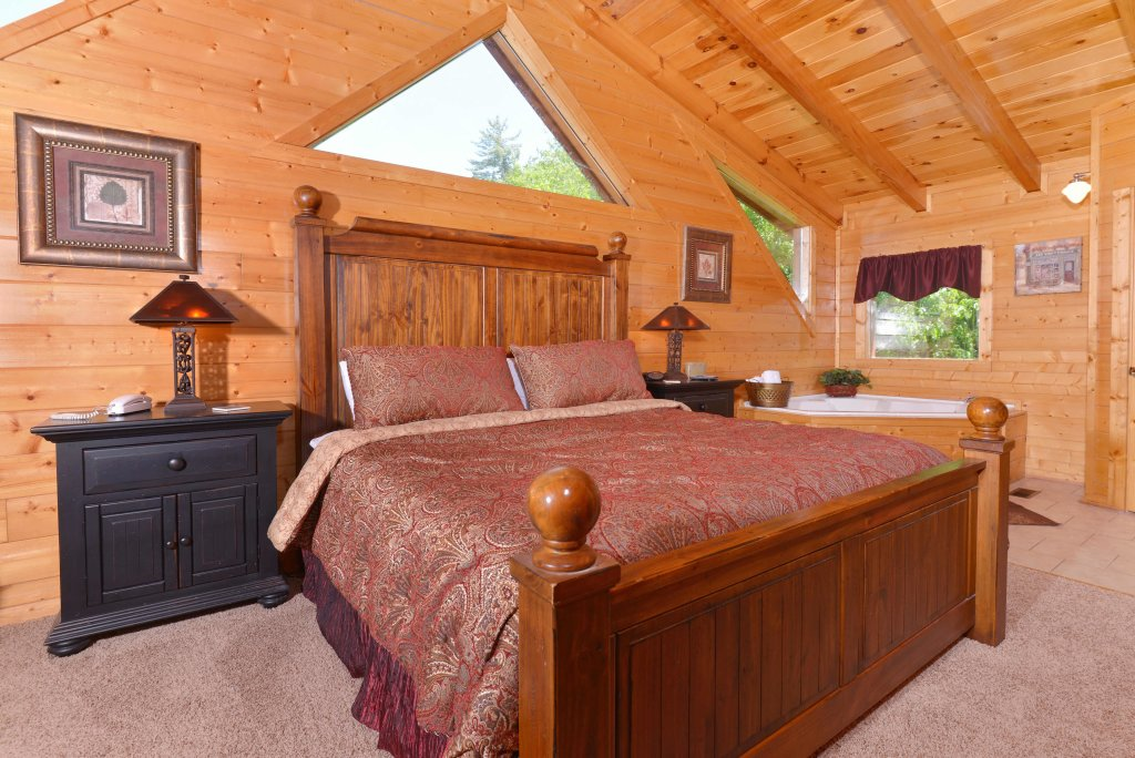Photo of a Pigeon Forge Cabin named Whispering Creek #302 - This is the thirteenth photo in the set.