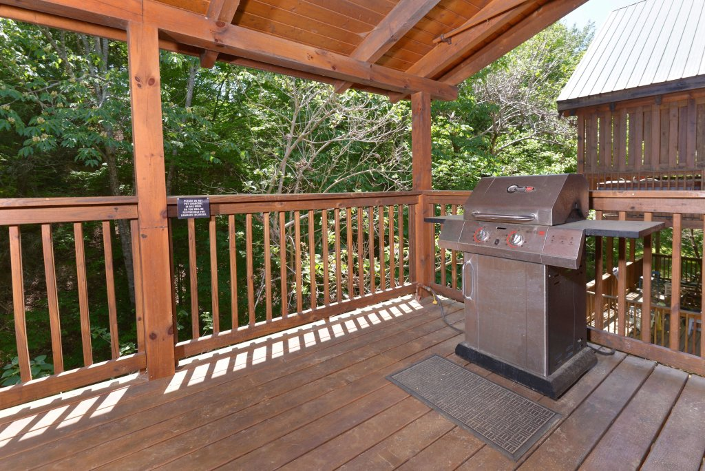 Photo of a Pigeon Forge Cabin named Whispering Creek #302 - This is the twenty-second photo in the set.