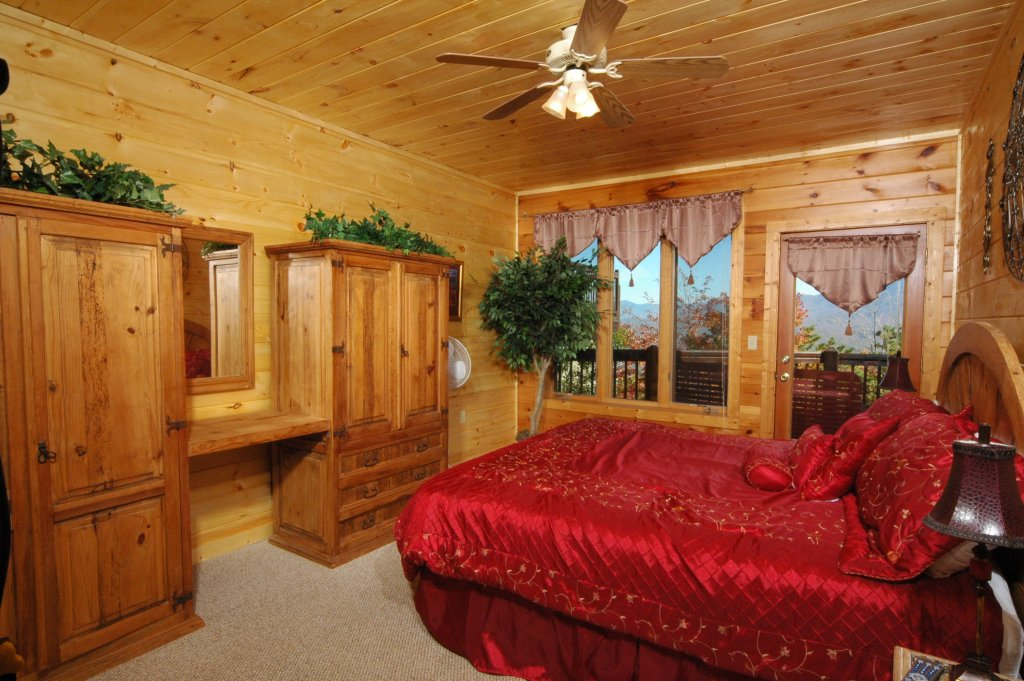 Photo of a Gatlinburg Cabin named Eagle's Nest #379 - This is the fourteenth photo in the set.