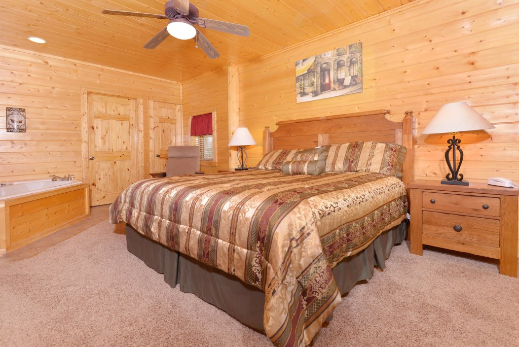 Photo of a Pigeon Forge Cabin named Whispering Creek #302 - This is the twenty-ninth photo in the set.