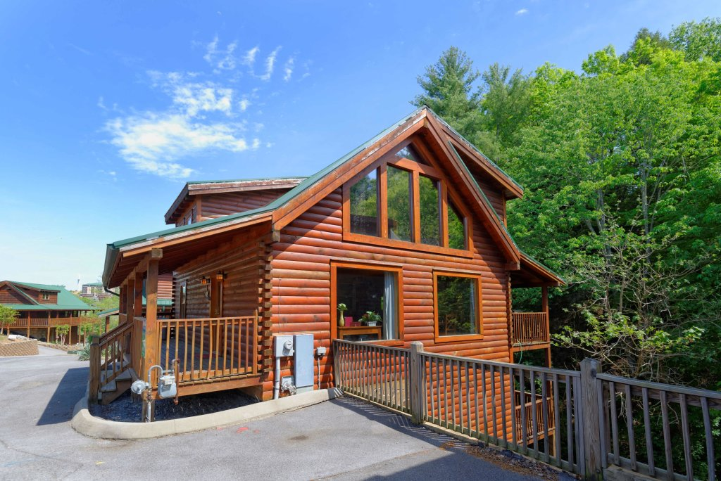Photo of a Pigeon Forge Cabin named Whispering Creek #302 - This is the twenty-fourth photo in the set.