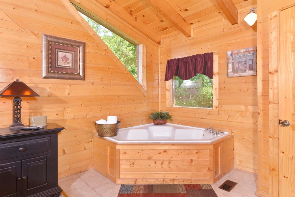 Photo of a Pigeon Forge Cabin named Whispering Creek #302 - This is the nineteenth photo in the set.