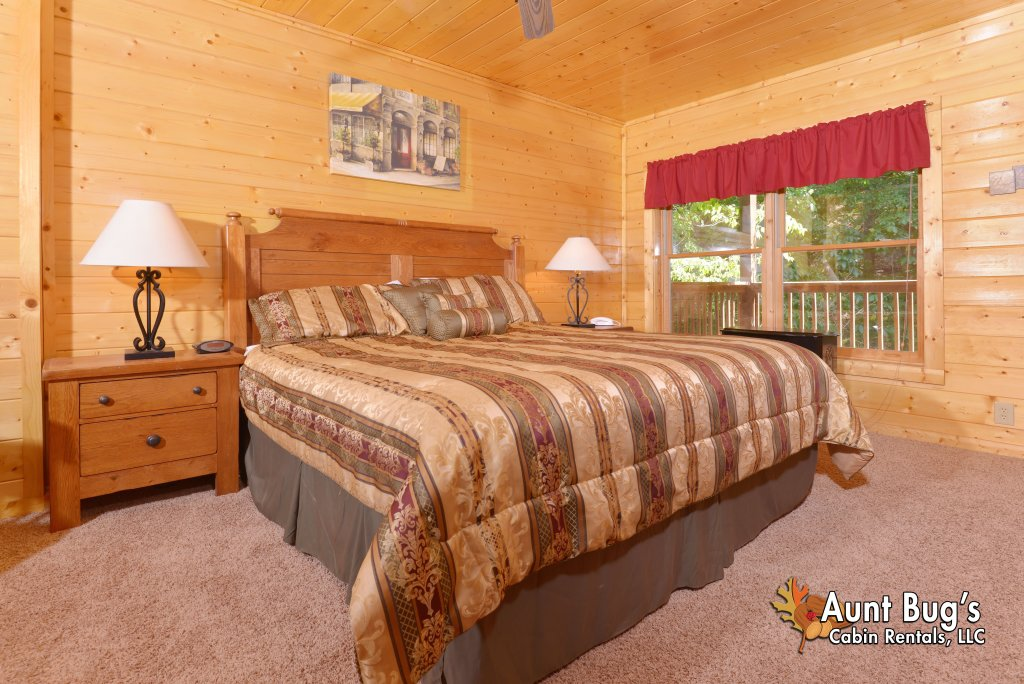 Photo of a Pigeon Forge Cabin named Whispering Creek #302 - This is the forty-first photo in the set.