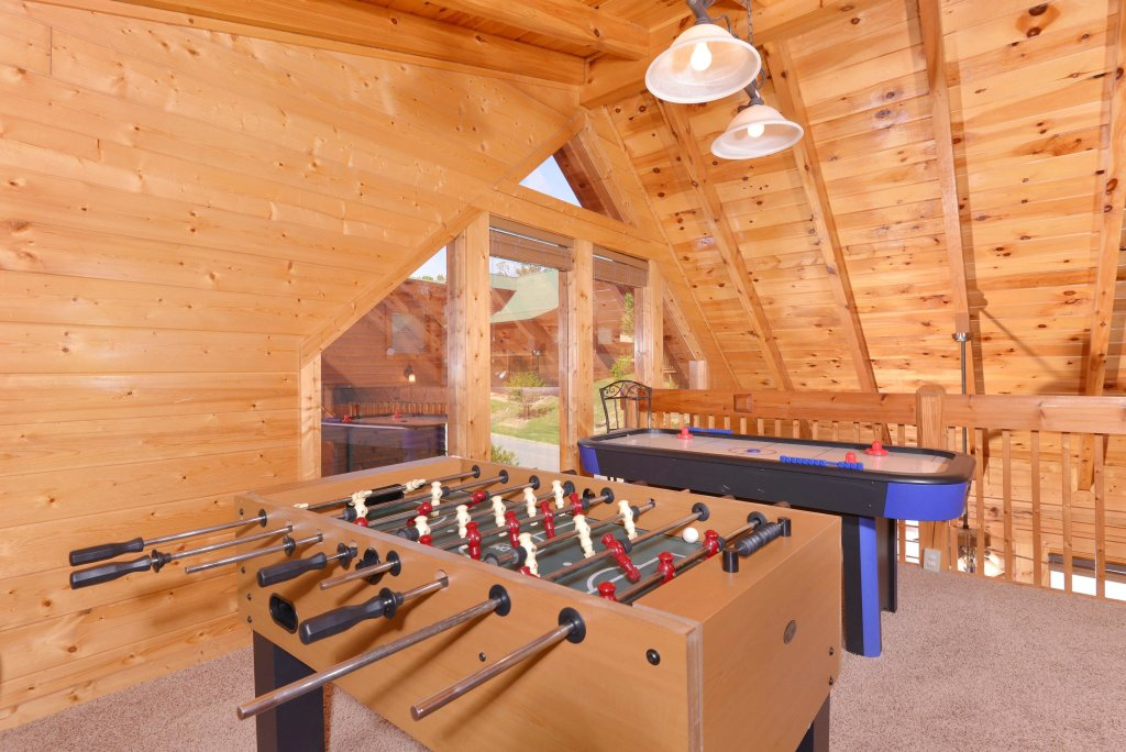Photo of a Pigeon Forge Cabin named Whispering Creek #302 - This is the forty-second photo in the set.