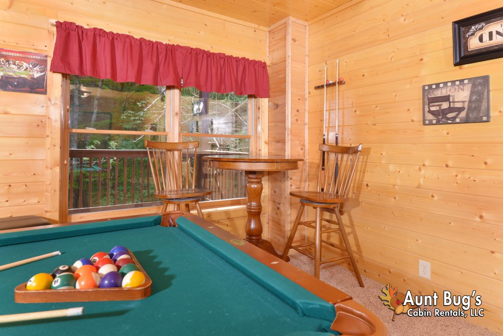 Photo of a Pigeon Forge Cabin named Whispering Creek #302 - This is the thirty-ninth photo in the set.