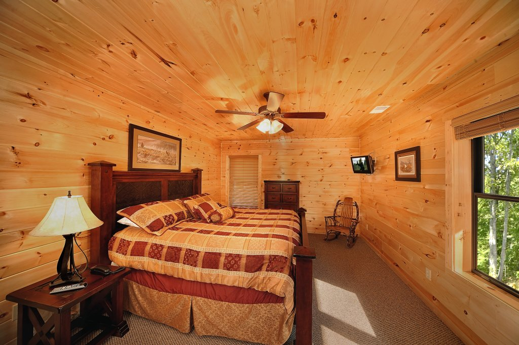Photo of a Gatlinburg Cabin named Lumberjack Lodge - This is the eighteenth photo in the set.