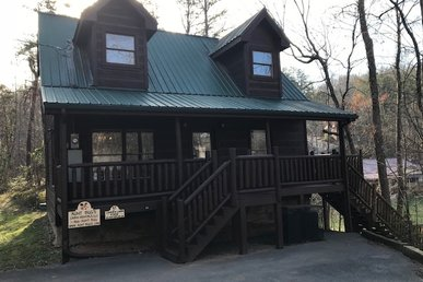 Cabin Between Gatlinburg And Pigeon Forge With Jacuzzi, And Pool Table