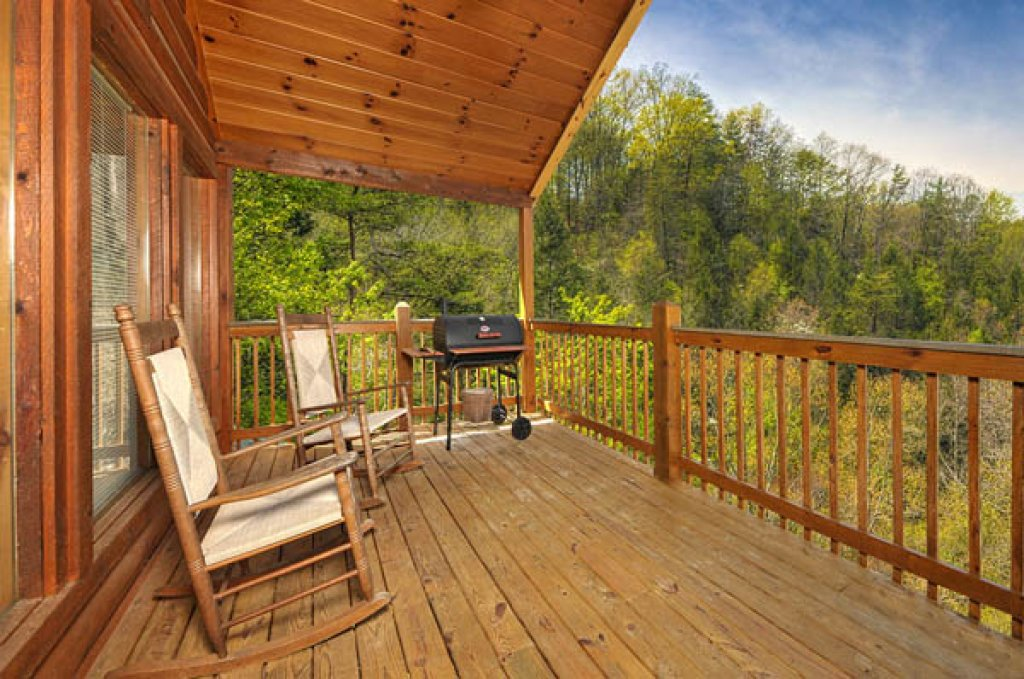 Photo of a Pigeon Forge Cabin named Whispering Waters - This is the eleventh photo in the set.