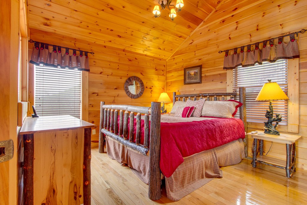 Photo of a Pigeon Forge Cabin named Panoramic Point - This is the thirteenth photo in the set.