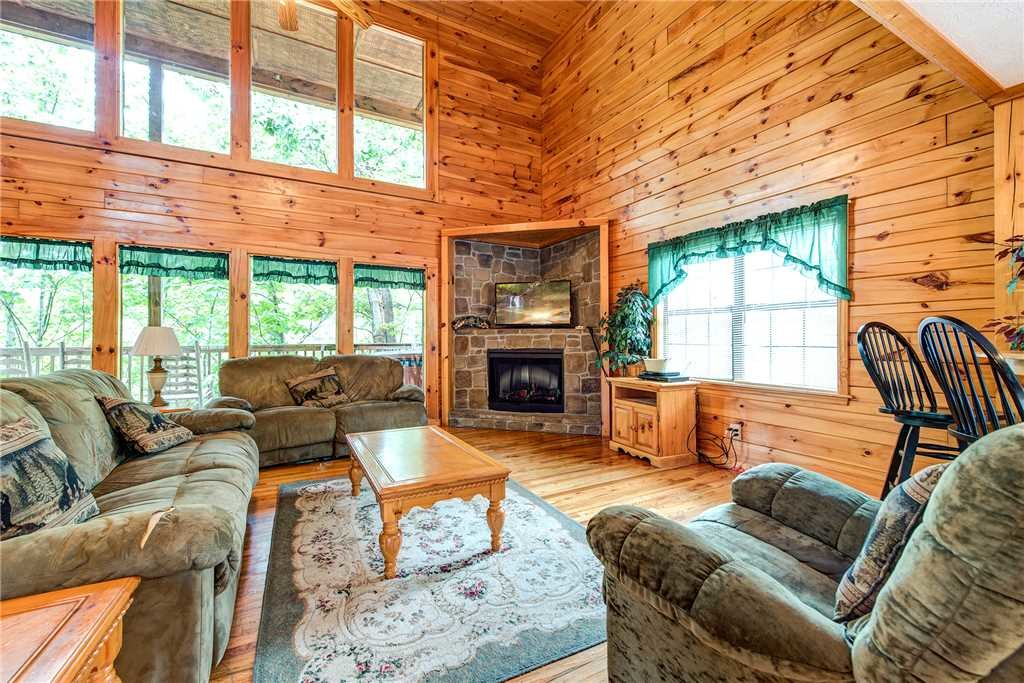 Photo of a Pigeon Forge Cabin named Hawks Point Lodge - This is the first photo in the set.