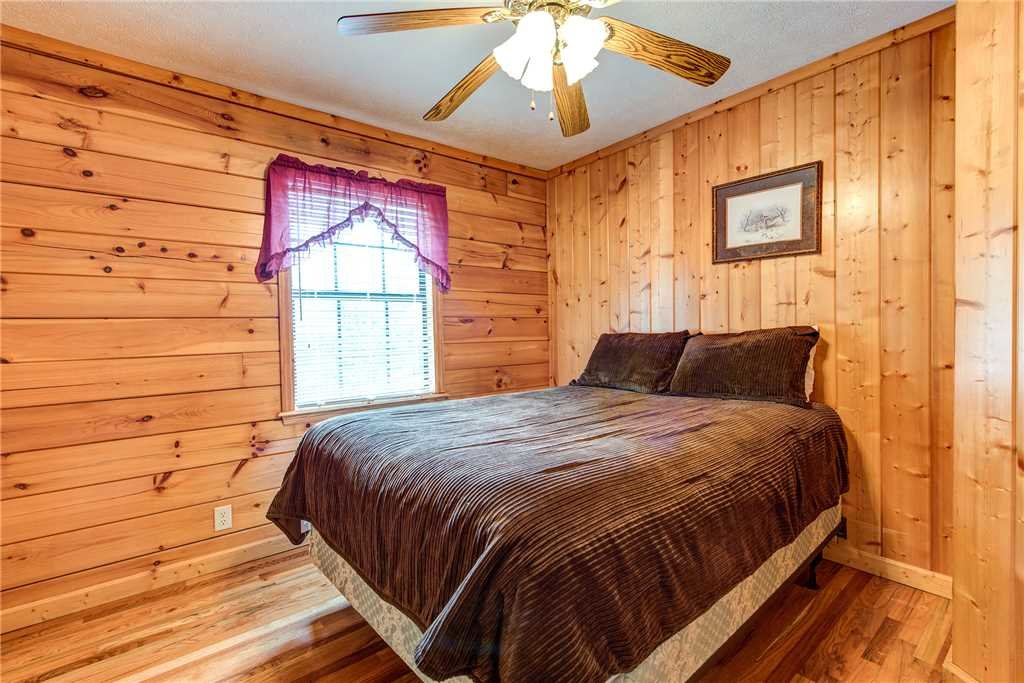 Photo of a Pigeon Forge Cabin named Hawks Point Lodge - This is the seventeenth photo in the set.