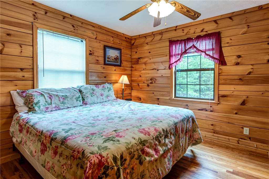 Photo of a Pigeon Forge Cabin named Hawks Point Lodge - This is the fourteenth photo in the set.