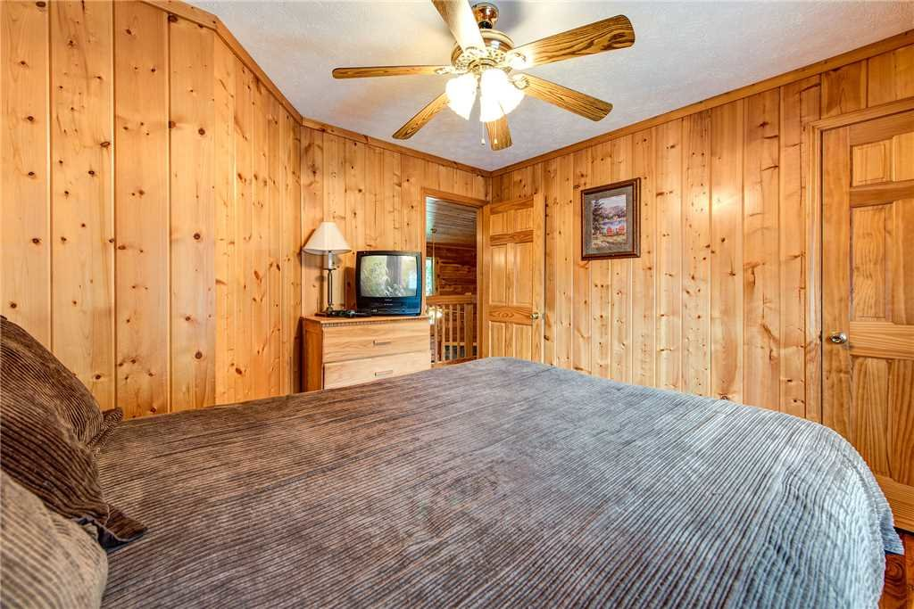 Photo of a Pigeon Forge Cabin named Hawks Point Lodge - This is the eighteenth photo in the set.