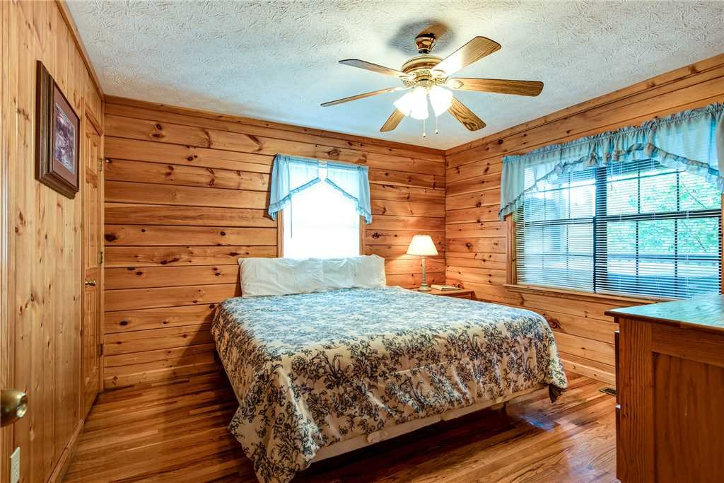 Photo of a Pigeon Forge Cabin named Hawks Point Lodge - This is the twenty-second photo in the set.