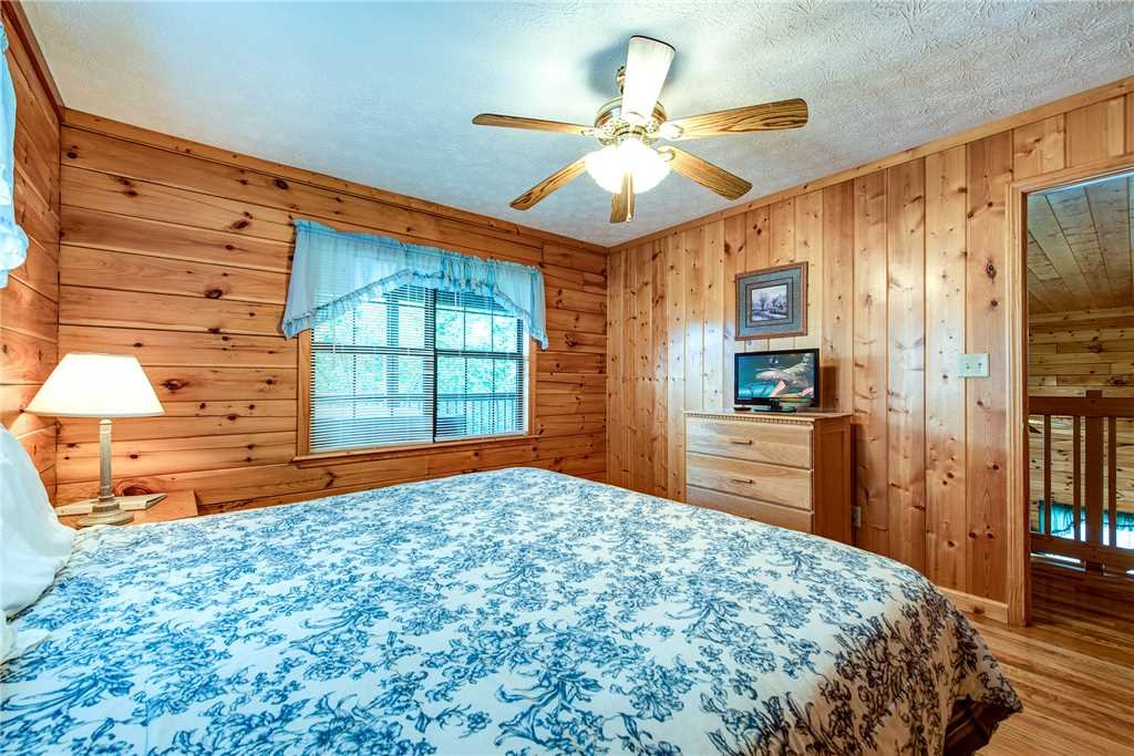 Photo of a Pigeon Forge Cabin named Hawks Point Lodge - This is the twenty-third photo in the set.