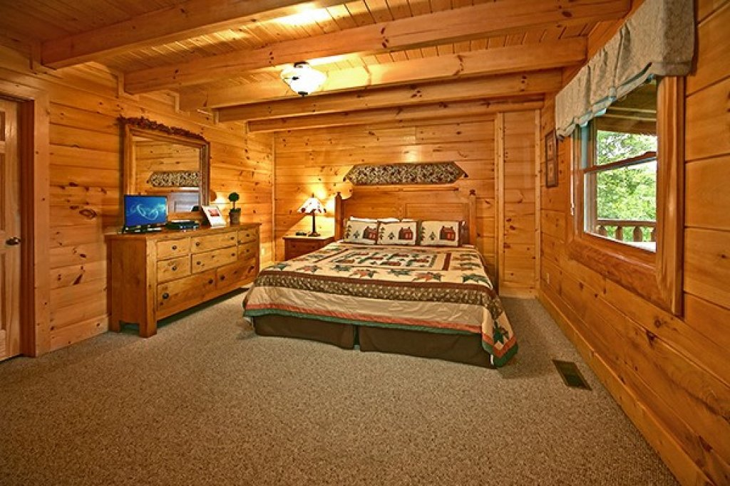 Photo of a Pigeon Forge Cabin named Bear Hug #275 - This is the seventeenth photo in the set.