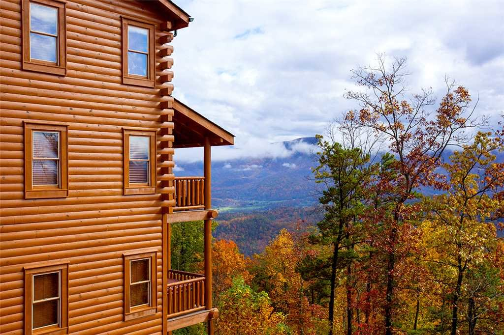 Photo of a Sevierville Cabin named Dream View Manor - This is the third photo in the set.