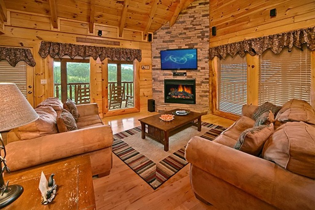 Photo of a Pigeon Forge Cabin named Bear Hug #275 - This is the sixteenth photo in the set.