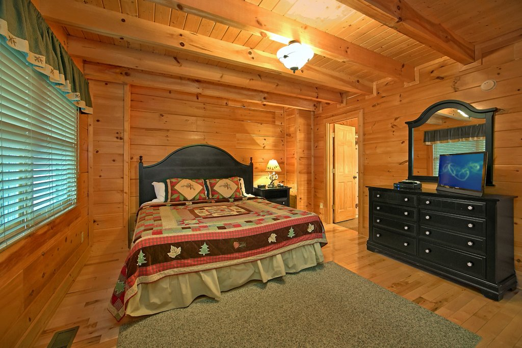 Photo of a Pigeon Forge Cabin named Bear Hug #275 - This is the nineteenth photo in the set.