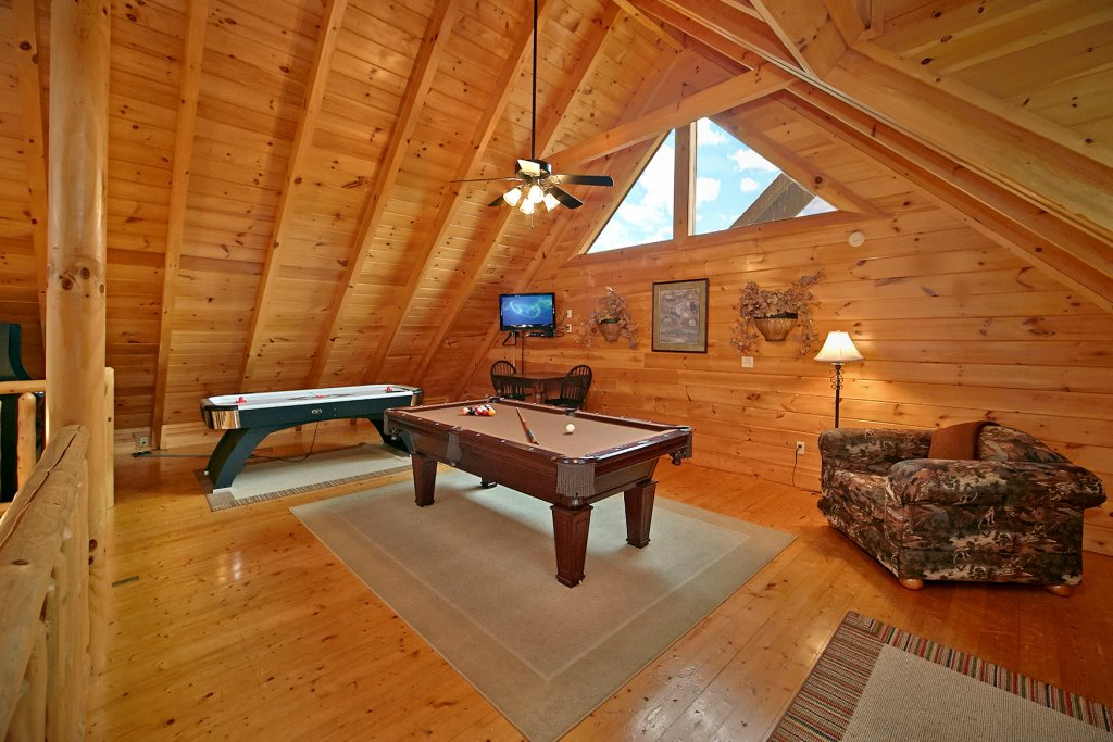 Photo of a Pigeon Forge Cabin named Bear Hug #275 - This is the twentieth photo in the set.