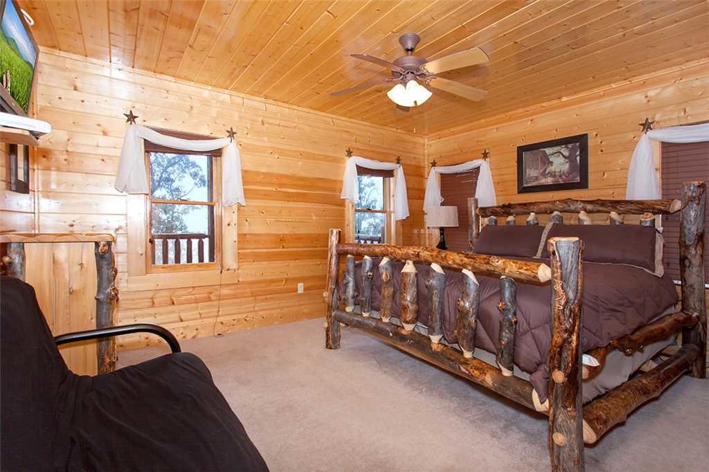 Photo of a Pigeon Forge Cabin named Dream View Manor - This is the fifty-second photo in the set.