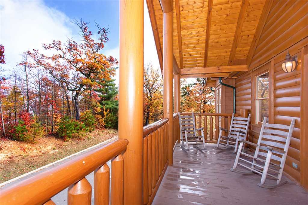 Photo of a Sevierville Cabin named Dream View Manor - This is the one hundredth photo in the set.