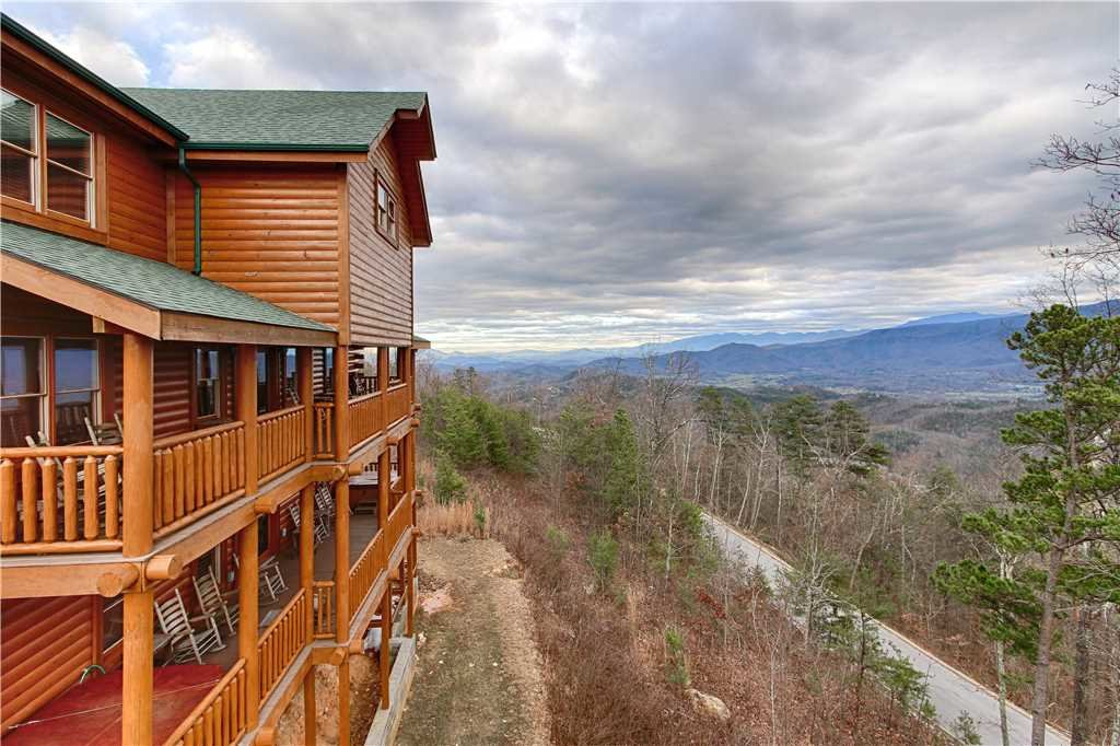 Photo of a Sevierville Cabin named Dream View Manor - This is the one hundred and twelfth photo in the set.