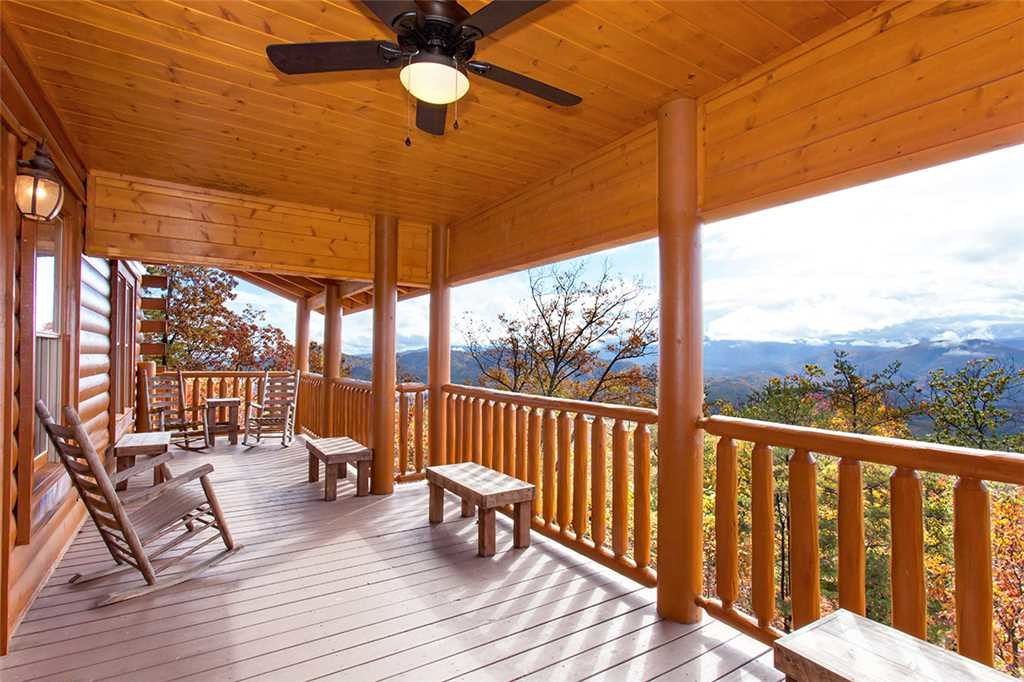 Photo of a Sevierville Cabin named Dream View Manor - This is the one hundred and first photo in the set.