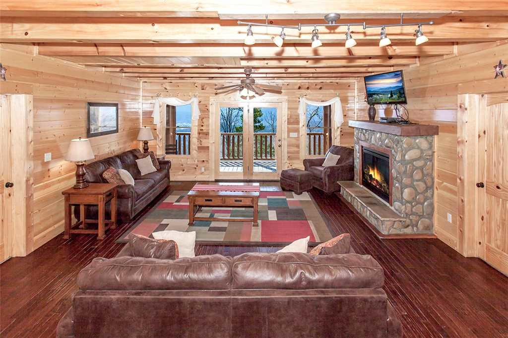 Photo of a Sevierville Cabin named Morning View Manor - This is the third photo in the set.