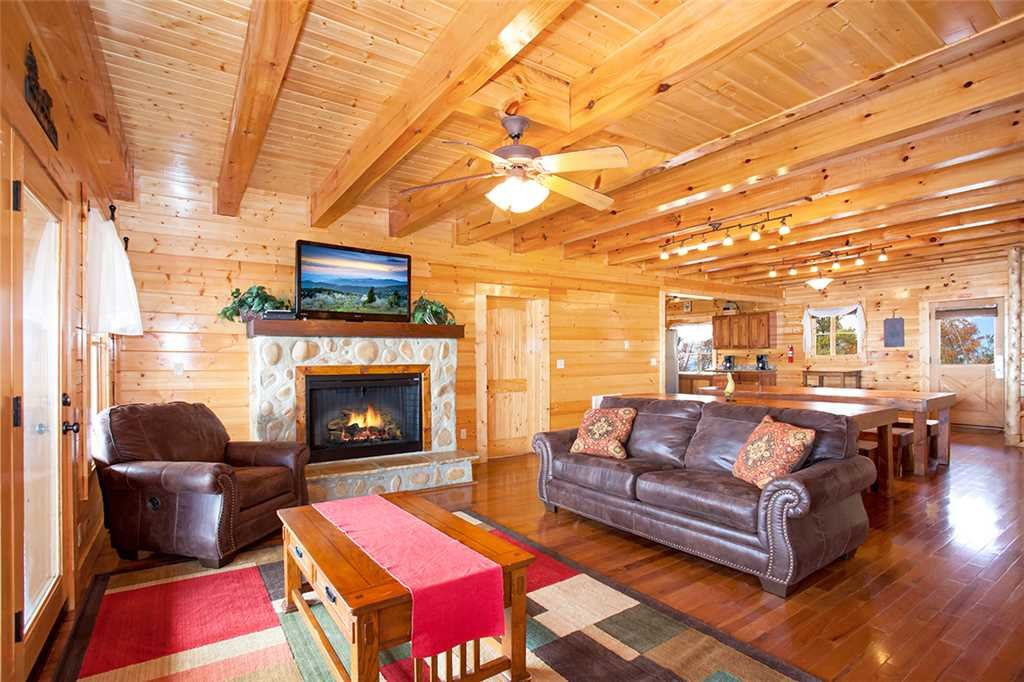 Photo of a Sevierville Cabin named Morning View Manor - This is the fifth photo in the set.