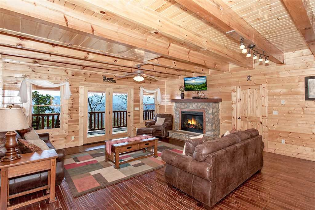 Photo of a Sevierville Cabin named Morning View Manor - This is the first photo in the set.