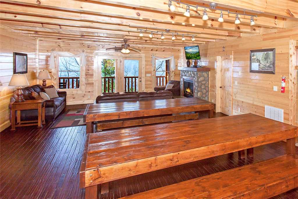 Photo of a Sevierville Cabin named Morning View Manor - This is the fourteenth photo in the set.
