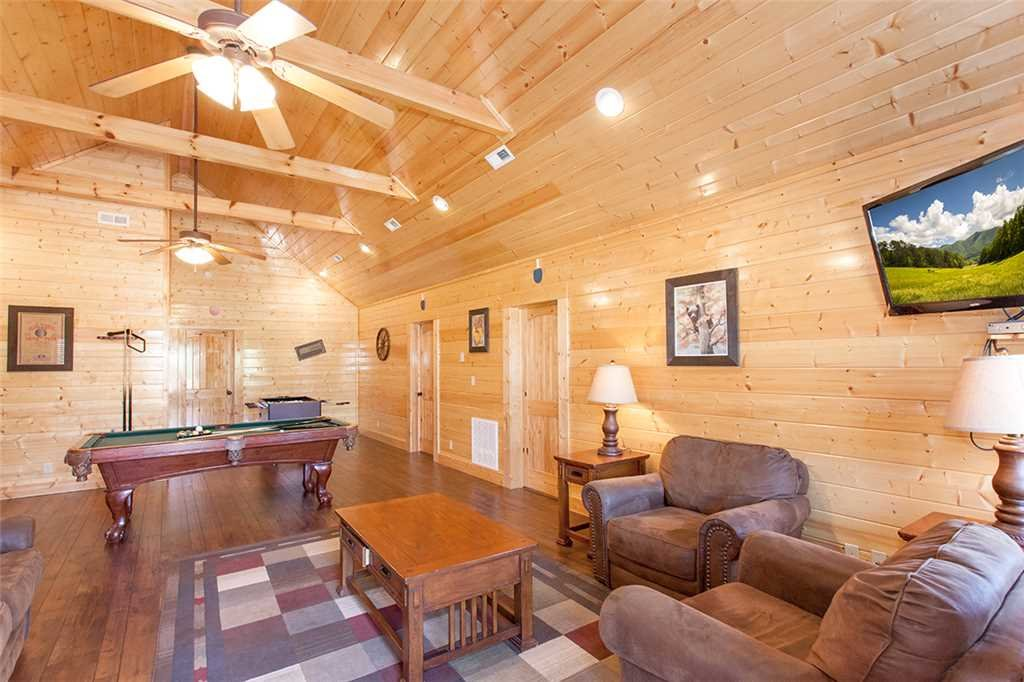Photo of a Sevierville Cabin named Morning View Manor - This is the thirty-fourth photo in the set.