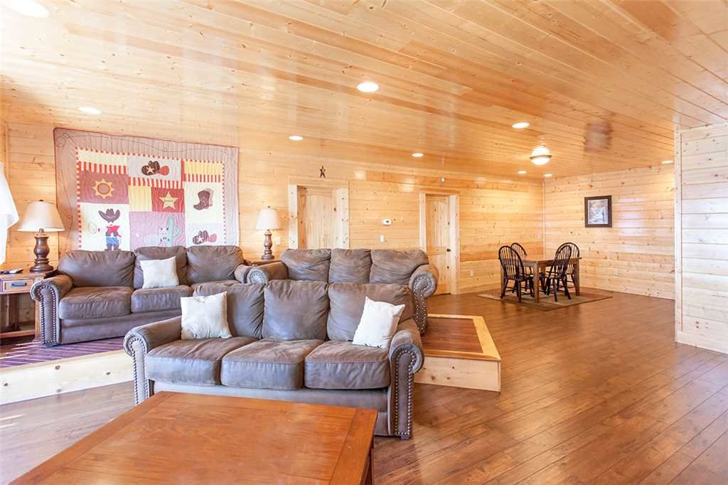 Photo of a Sevierville Cabin named Morning View Manor - This is the twenty-seventh photo in the set.
