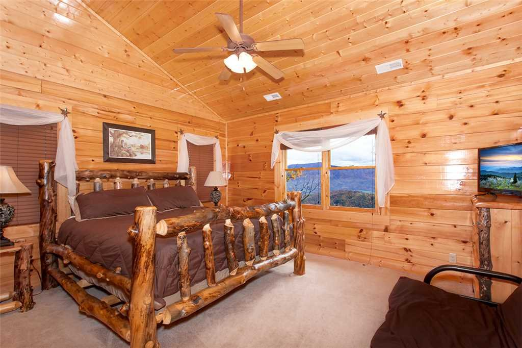 Photo of a Sevierville Cabin named Morning View Manor - This is the eighty-eighth photo in the set.