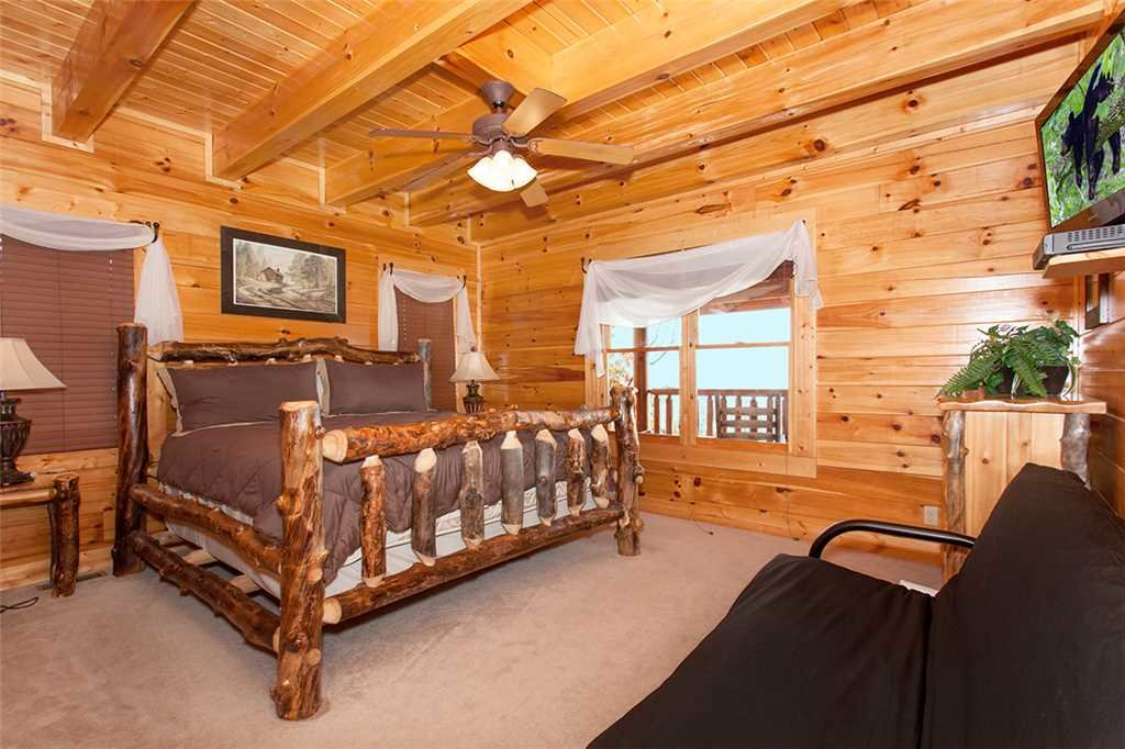 Photo of a Sevierville Cabin named Morning View Manor - This is the sixty-eighth photo in the set.
