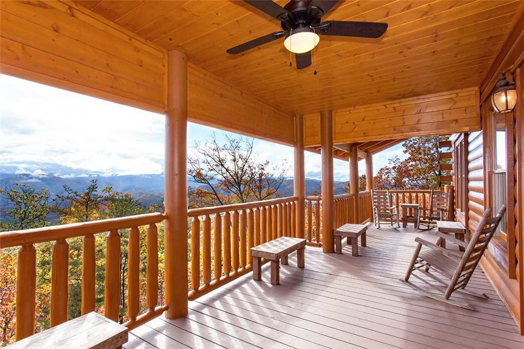 Photo of a Sevierville Cabin named Morning View Manor - This is the one hundred and third photo in the set.