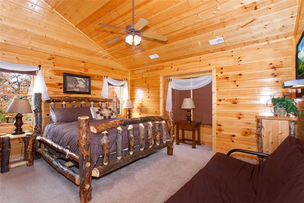 Photo of a Sevierville Cabin named Morning View Manor - This is the seventy-ninth photo in the set.