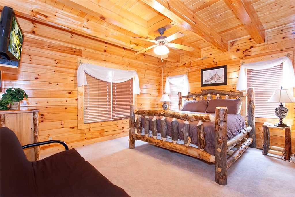 Photo of a Sevierville Cabin named Morning View Manor - This is the fifty-eighth photo in the set.