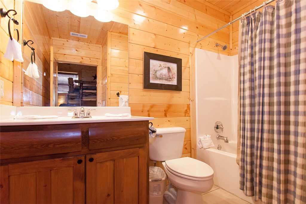 Photo of a Sevierville Cabin named Morning View Manor - This is the seventy-fourth photo in the set.