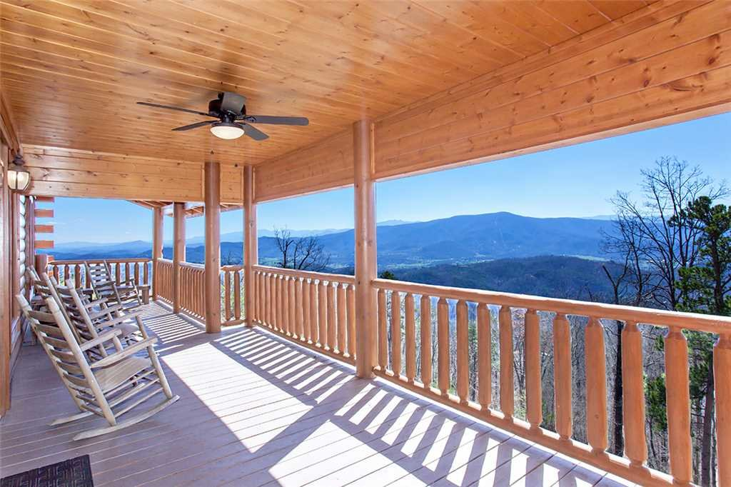 Photo of a Sevierville Cabin named Morning View Manor - This is the ninety-eighth photo in the set.