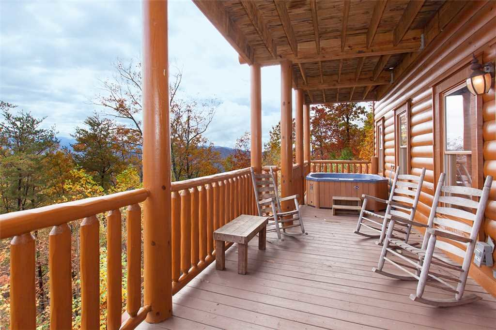 Photo of a Sevierville Cabin named Morning View Manor - This is the one hundred and second photo in the set.