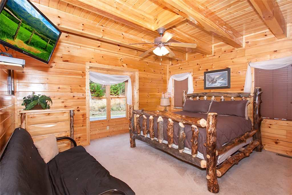 Photo of a Sevierville Cabin named Morning View Manor - This is the sixty-fourth photo in the set.
