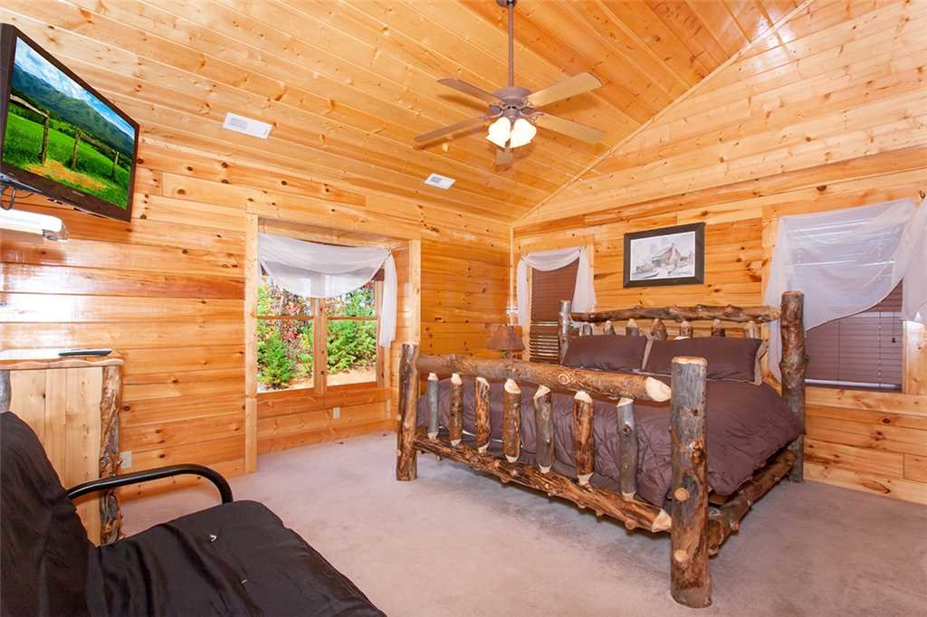 Photo of a Sevierville Cabin named Morning View Manor - This is the eighty-fourth photo in the set.