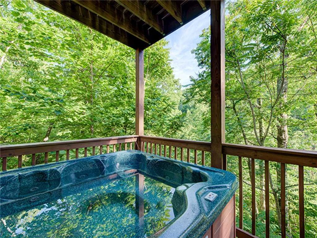 Photo of a Sevierville Cabin named Bear Pause - This is the second photo in the set.