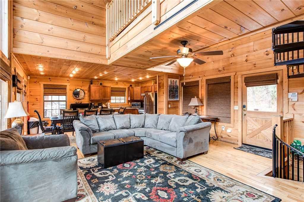 Photo of a Sevierville Cabin named Bear Pause - This is the third photo in the set.