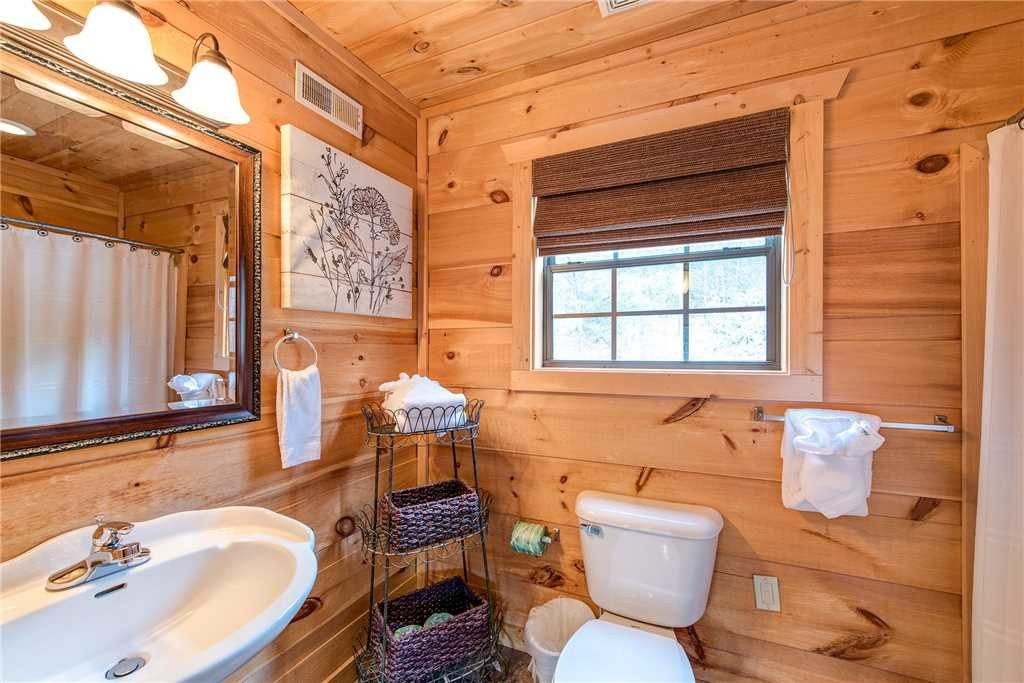 Photo of a Sevierville Cabin named Bear Pause - This is the fourteenth photo in the set.