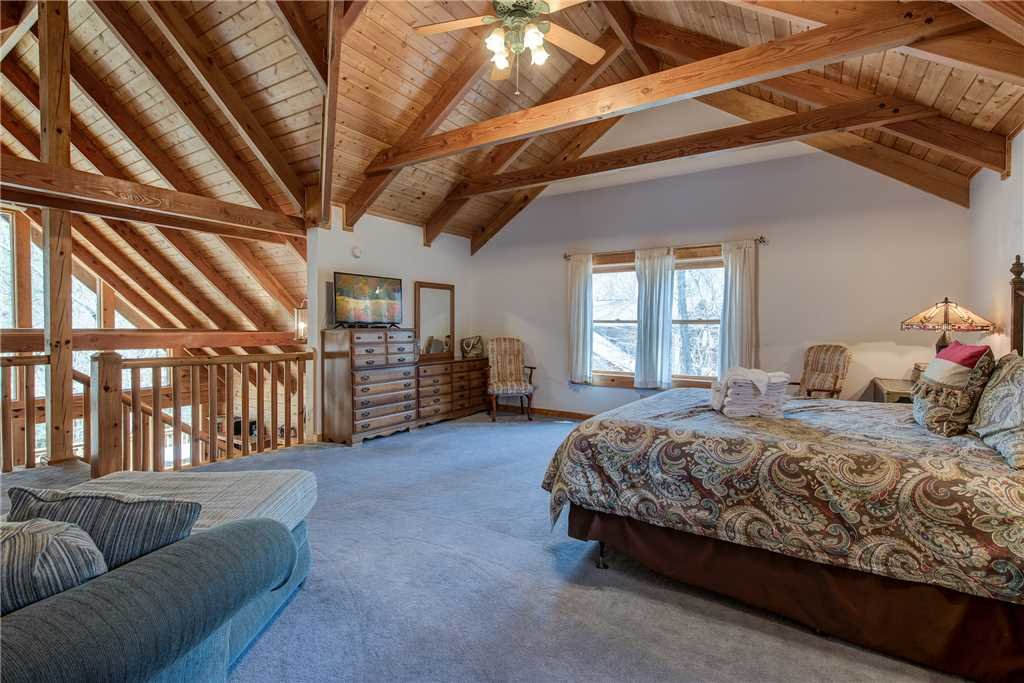 Photo of a Gatlinburg Cabin named Amazing River Retreat - This is the fifteenth photo in the set.