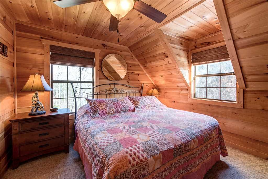 Photo of a Sevierville Cabin named Bear Pause - This is the eighteenth photo in the set.